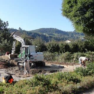 Landschaftsbau Erdbau, Wegebau, Entwässerung, Treppen, Mauern, Wasseranlagen wie Brunnen und Teiche