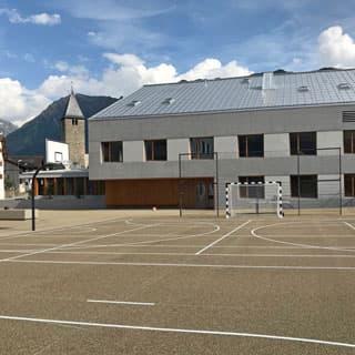 Sportplatzbau Kunststoffbelag - wetterfest und massgefertigt
