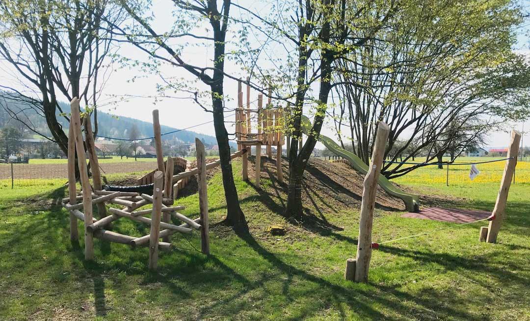 Spielplatz bauen lassen mit Grips