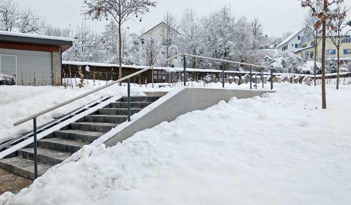 Gemeinschaftsgrab im winterlichen Gewand, Friedhof Mogelsberg